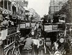 Traffic chaos along Piccadilly in London c.1900. Abandon hope all cyclists