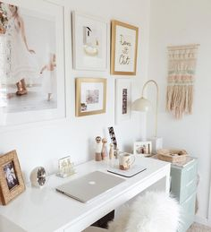 Looking for inspiration at your desk? Here are 10 cute desk ideas for your space…, – Creative Home Office Design Workspace Inspiration, Room Inspiration, Desk Inspo, Home Office Desks, Office Decor, Office Furniture, Location Airbnb, Bedroom Desk, Lego Bedroom