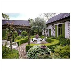 like the circular hedged terrace.........Dina Defe...