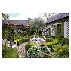 like the circular hedged terrace.........Dina Defe...