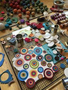 Bullseye Studio Polymer Clay Kunst, Polymer Clay Canes, Polymer Clay Necklace, Fimo Clay, Polymer Clay Projects, Polymer Clay Creations, Clay Crafts, Plastic Fou, Clay Design