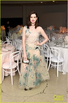 Anne Hathaway Has 'Incredible Evening' With Hubby Adam Shulman At Guggenheim International Gala 2016!
