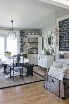 Farmhouse dining rug home tours Ideas Shabby Chic Zimmer, Decoration Gris, Country Decor, Country Style, Family Room, Sweet Home, New Homes, Room Decor, House Design