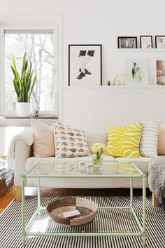 scandinavian home: Elina Dahl's happy home, living room, white, clean,