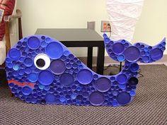 φάλαινα φτιαγμένη με πλαστικά καπάκια