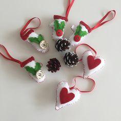 Vianocne ozdoby Ozdoby ručne vyrobené z flisu vhodne na stromček velkost od 5 do 10cm pripadne sa vieme dohodnúť a vyrobím do 3dni :) cena 1,50€ za kus postovne 2,40€