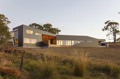 Дом в долине (Valley House) в Австралии от Philip M Dingemanse.