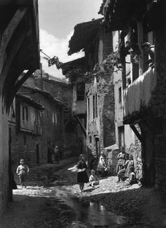 Frederic Francois Boisson was the first foreign photographer in Greece. He spent three decades taking photos of Greece's villages and landscapes. Old Photos, Vintage Photos, Vintage Photography, Art Photography, Empire Ottoman, Greek History, Frederic, Parthenon, Macedonia