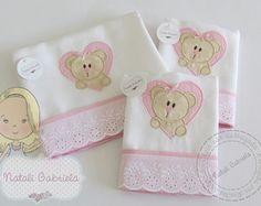 Kit de fraldas bordadas 1                                                                                                                                                                                 Mais Quilt Making, Linen Bedding, Making Ideas, Baby Room, Baby Gifts, Diy And Crafts, Patches, Banner, Quilts