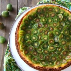 Honey Glazed-Baby Kiwi Mascarpone Cheesecake Recipe from Kenney Wein (CookingOnTheWeekends) Cheesecake Recipes, Raw Food Recipes, Sweet Recipes, Dessert Recipes, Cooking Recipes, Healthy Recipes, Kiwi Recipes, Cheesecake Pie, Juicer Recipes