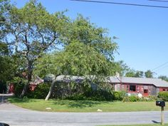 47 Ninigret Avenue, Charlestown, Rhode Island: Charming home in the heart of Central Beach with views of the ocean! Beautiful flowering gardens. Play tennis, launch your kayak, and spend your days on the gorgeous, private, ocean beach.
