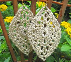 This is the larger version of one of my most popular crochet earring patterns, and just stunning in this gold metallic crochet thread! The shape and pattern are really pretty and can be worn by any. Crochet Jewelry Patterns, Crochet Earrings Pattern, Crochet Accessories, Crochet Motif, Diy Crochet, Crochet Hooks, Tutorial Crochet, Thread Crochet, Crochet Stitches