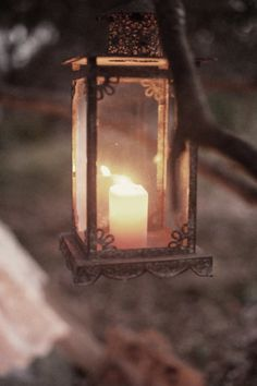 I've come to love simple lantern lights. Lantern Lamp, Candle Lanterns, Candle Sconces, Antique Lanterns, Hanging Lanterns, Love Story Wedding, Deco Restaurant, Candle In The Wind, Candle Power
