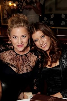 Jessica Capshaw (Arizona Robbins) & Kate Walsh (Addison Montgomery). Grey's Anatomy.