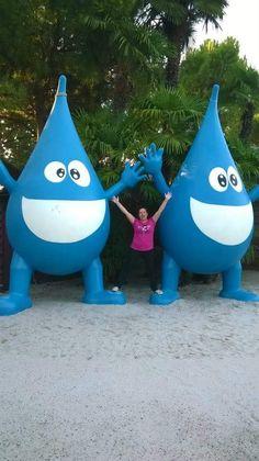 """Wow! 😮 Ci sono """"Mina"""" giganti ovunque!!! 😍 Occhio che potreste incontrarla in qualsiasi momento! 😉 #MinaEIlGuardalacrime #fiabe #bambini #NonSoloBambini 💕 http://vanessanavicelli.com/mina-guardalacrime/"""