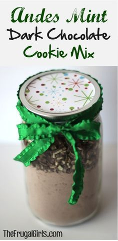 Andes Mint Dark Chocolate Cookie Mix in a Jar! ~ from ~ this easy Mason Jar Gift comes together in just a minute, and makes such DELICIOUS cookies! Mason Jar Cookie Mix Recipe, Mason Jar Mixes, Mason Jar Cookies, Cookie In A Jar, Mint Dark Chocolate, Dark Chocolate Cookies, Chocolate Mix, Andes Chocolate, Delicious Chocolate