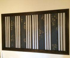 和室の模様替え中です(#^^#) カーテンを障子に変えたいので、障子建具を作ってみました。縦格子のデザイン障子で上品な感じになりました。大きな道具も必要ないので簡単に作れますよ(^^)/ おしゃれなデザイン障子の作り方。縦格子で上品な和室へ。(DIYぼっち) Japanese Interior, Woodworking, Curtains, Wall, House, Color, Kanazawa, Home Decor, Design