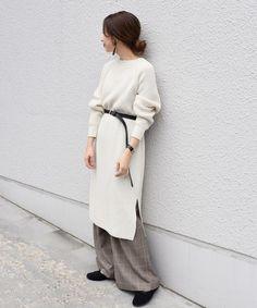 シルエットで大人スタイルを満喫!1枚でサマになる《ニットワンピ》15選 Duster Coat, Normcore, Knitting, Jackets, Ootd, Style, Fashion, Down Jackets, Swag
