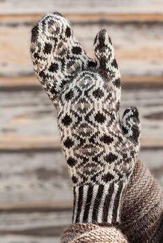 Ravelry: Vera Marguerite Mittens pattern by pamela wynne