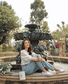 Cute Love Couple, Cute Girl Pic, Travel Pose, Best Photo Poses, Insta Photo Ideas, Korean Fashion Trends, Ulzzang Fashion, How To Pose, Ideas