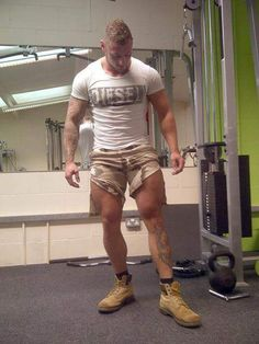 bluecollaraus:  Don't see enough of this at the gym..,this and boots off!