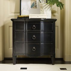 Hooker Furniture Three-Drawer Black Shaped Front Chest 500-50-910