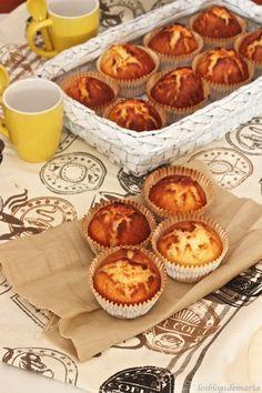 Magdalenas de vainilla Cupcake Recipes, Muffin Recipes, Baking Recipes, Dessert Recipes, Desserts, Yummy Cupcakes, Cupcake Cookies, Mexican Food Recipes, Sweet Recipes