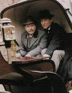 Edward Hardwicke as Doctor Watson and Jeremy Brett as Sherlock Holmes.
