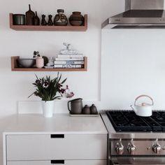 Hylder til køkkenet