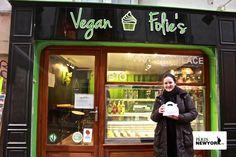 « J'ai visité la page  Facebook de Vegan's Folies, alors depuis plusieurs mois je voulais tester les cupcakes vegan ! Leurs gâteaux sont géniaux et en plus c'est très proche de mon éthique personnelle ». Amandine, 36 ans documentaliste à Paris