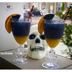 Skull Crusher Margarita Cointreau, Orange Juice Lime Juice Don Julio Reposado Tequila Splash of Oculto Beer Black Food Coloring Mixed Drinks, Fun Drinks, Alcoholic Drinks, Cointreau Cocktails, Black Food Coloring, Malibu Rum, Tipsy Bartender, Tequila, Cooking Recipes