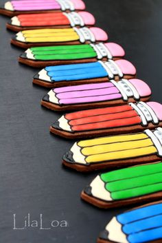 Colored Pencil Cookies for a Back to School Party, How to include. Looks fairly easy! Cookies For Kids, Fancy Cookies, Iced Cookies, Cute Cookies, Royal Icing Cookies, Sugar Cookies, Back To School Party, School Parties, Iced Biscuits