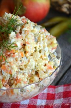 Tradycyjna sałatka jarzynowa (sałatka warzywna) Chicken Caesar Pasta Salad, Crab Salad, Pasta Salad Recipes, Potato Salad, Iftar, Polish Recipes, Polish Food, Cooking Recipes, Healthy Recipes