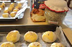 Panini al sesamo e panini con wuster  http://dirittierovesci.blogspot.it/2012/10/il-salato-piace-al-palato.html