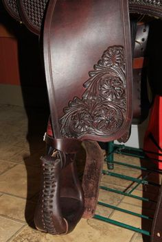 How to Twist and Turn Stirrup Leathers, Also called Nevada, Hamley, Arizona or Cowboy Twist: How to Twist & Wrap Your Stirrup Leathers on a Western Saddle
