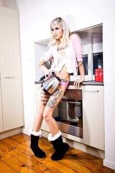 ✓ Sara Fabel Girl Tattoos, Tattoos For Women, Sara Fabel, Body Is A Temple, Body Mods, Skater Skirt, Sexy Women, Pens, Sari