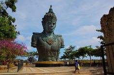 This is an admirable monumental work on the ground in Bali. The Garuda Wisnu Kencana Cultural Park or often abbreviated GWK is a garden tour at a time window ofArts and culture in the South of the island of Bali. Located on the Hill of Unggasan –Jimbaran, Tanjung Nusa Dua, Badung Regency, about 40 kilometers south ofDenpasar.