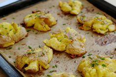 Crispy smashed potatoes - een nieuwe trend uit Amerika die we op Pinterest ontdekten. En.. it's vegan!