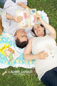 Great Maternity Photo Idea But With The Kids Reading