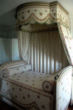 Marie Antoinette's bed in the Petit Trianon (Palace of Versailles).