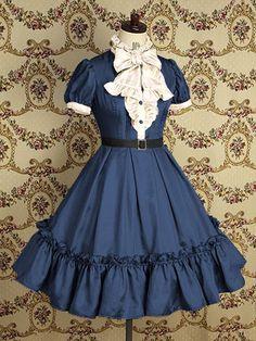 sorta victorian lolita style dress. me gusta.