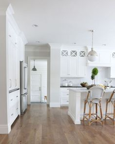 Lovely white kitchen, sothern, modern style. But most likely it won't stay white.