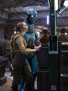 Star Wars: Il risveglio della Forza – Prime foto della figlia di Carrie Fisher; inoltre, un poster di BB-8