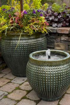 Create a backyard water feature. Make a fountain from a pot. So easy! Diy Fountain, Fountain House, Fountain Lights, Indoor Fountain, Water Features In The Garden, Lawn And Garden, Garden Water, Water Gardens, Garden Ponds