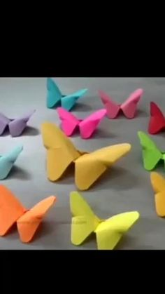 Origami Butterfly Easy, Paper Butterfly Crafts, Paper Flowers Craft, Paper Butterflies, Paper Crafts Origami, Paper Crafts For Kids, Origami Easy, Diy Arts And Crafts, Diy Paper