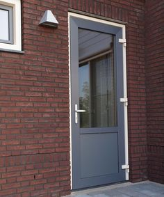 Grijs aluminium achterdeur Is it time for a new back door in your home? This exterior door is available in many types, sizes and colors. At Slimster we are happy to help you with your choice with good The Doors, Types Of Doors, Back Doors, Entrance Doors, Garage Doors, Aluminum Windows Design, Aluminium Windows, Window Design, Door Design