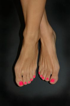 Love the coral color on tan feet... I don't know who she is, but this woman has like the prettiest feet I've ever seen