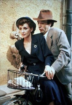 Nicoletta Braschi e Roberto Benigni in La vita è bella, (Roberto Benigni. 1997)