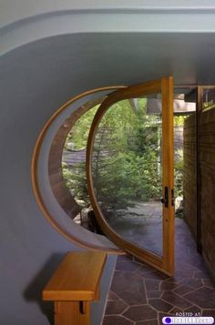 A Hobbit House In The Trees What a fantastic door. From A Hobbit House in the Trees. Un cercle de vie dont les lignes régulieres ont su s'approprier son demi. Cool Doors, The Doors, Unique Doors, Entrance Doors, Windows And Doors, Doorway, Entrance Ideas, House Entrance, Door Ideas