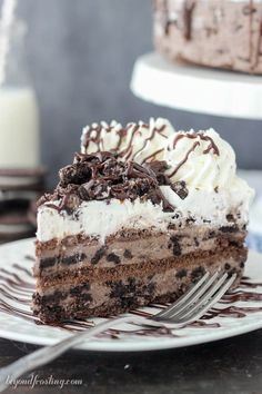 This easy Chocolate Oreo Icebox Cake has layers of chocolate graham crackers, chocolate Oreo mousse, whipped cream  and plenty of Oreos! #oreos #chocolate #iceboxcake Oreo Icebox Cake, Icebox Cake Recipes, No Bake Oreo Cheesecake, Easy Cake Recipes, Dessert Recipes, Chocolate Cheesecake, Chocolate Lasagna, Oreo Cake, Icebox Pie